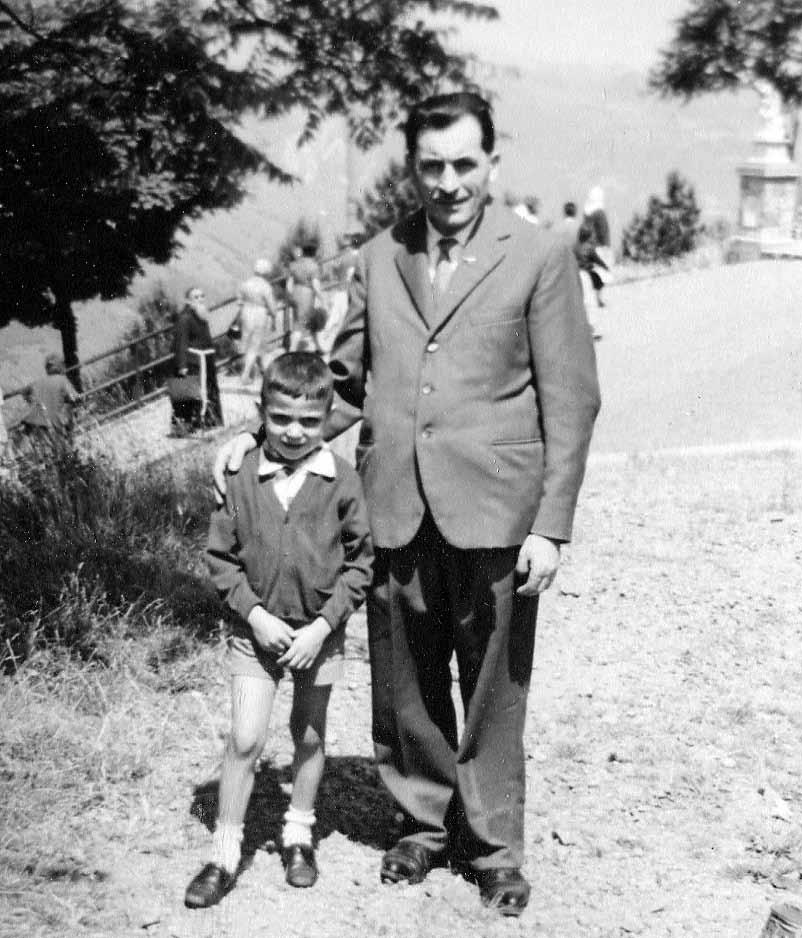 Arturo Virgoletti in compagnia del padre Olindo